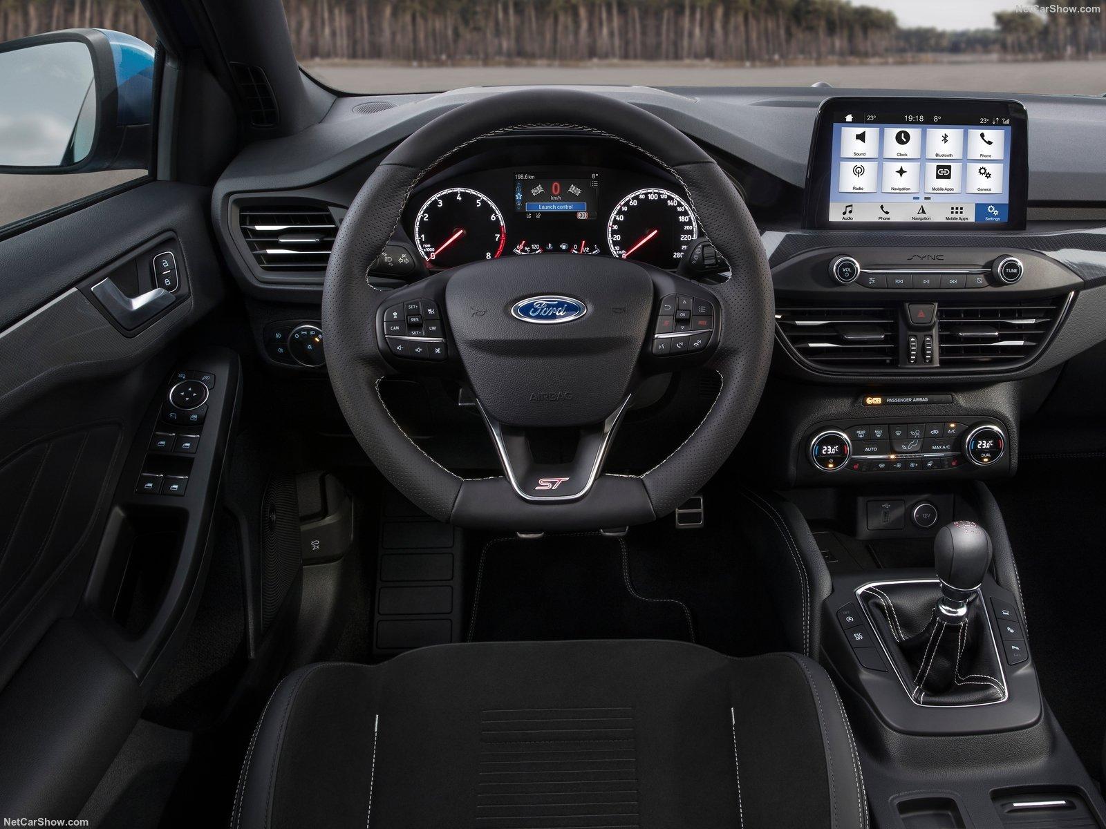 Ford Focus ST também ataca de transmissão manual. Tesão!