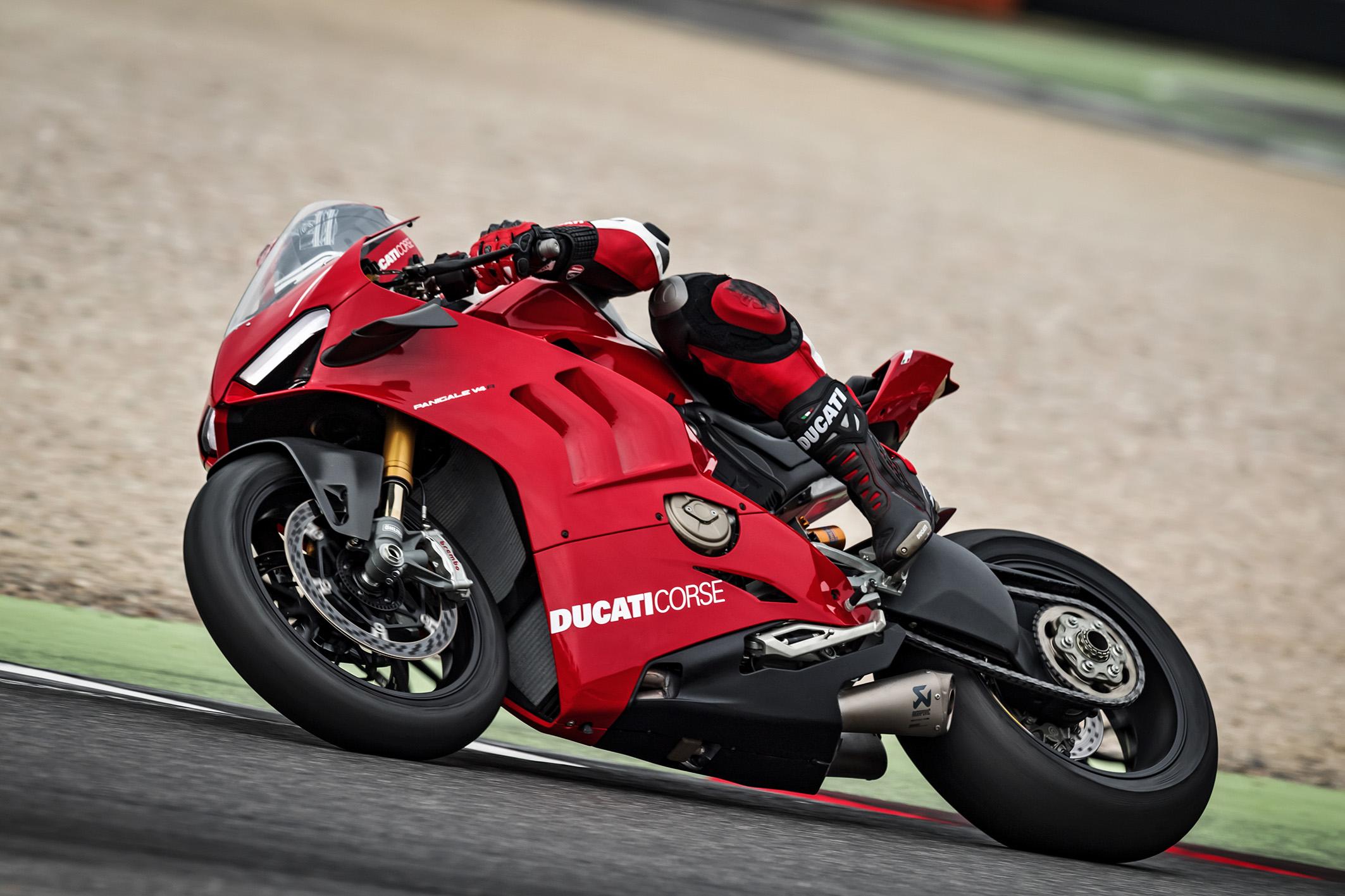 A superesportiva usa o novo moto Desmisedici Stradale R