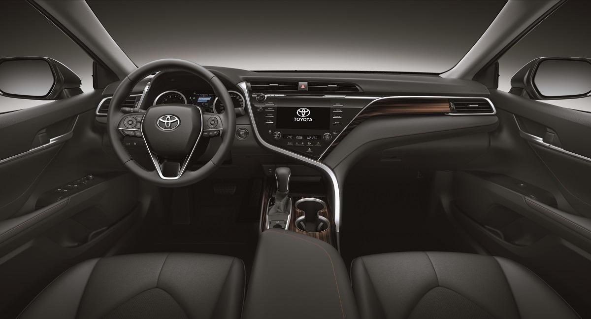 Toyota Camry tem acabamento primoroso, com materiais de qualidades e peças muito bem encaixadas
