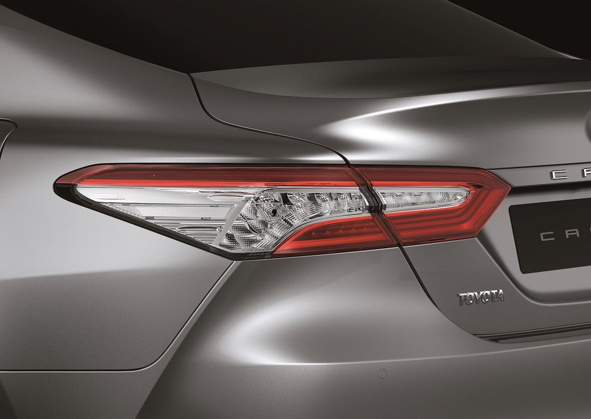 Toyota Camry assume um design mais clássico