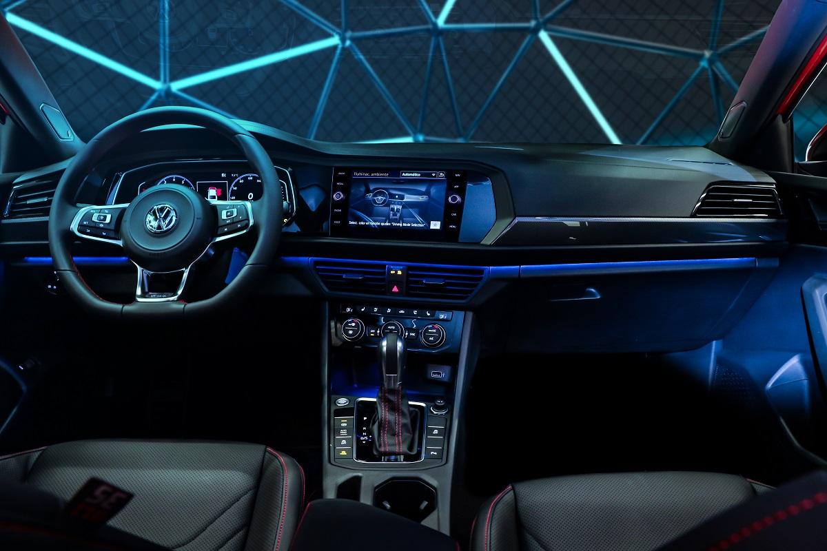 Volkswagen Jetta GLI tem central muntimídia com tela de 8 polegadas