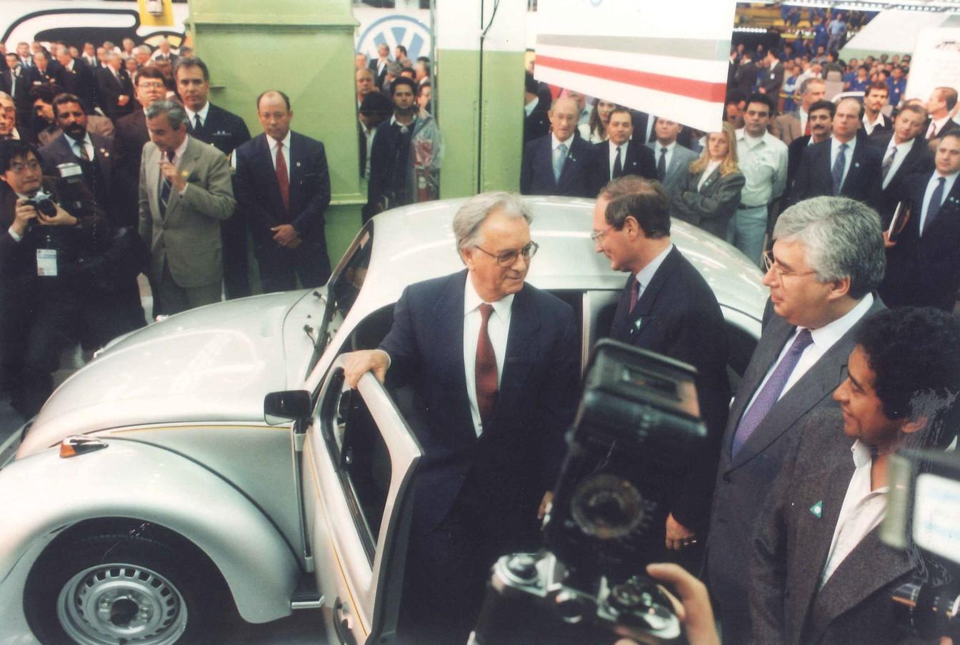 """O então Presidente Itamar Franco ao lado do Fusca """"Itamar"""""""