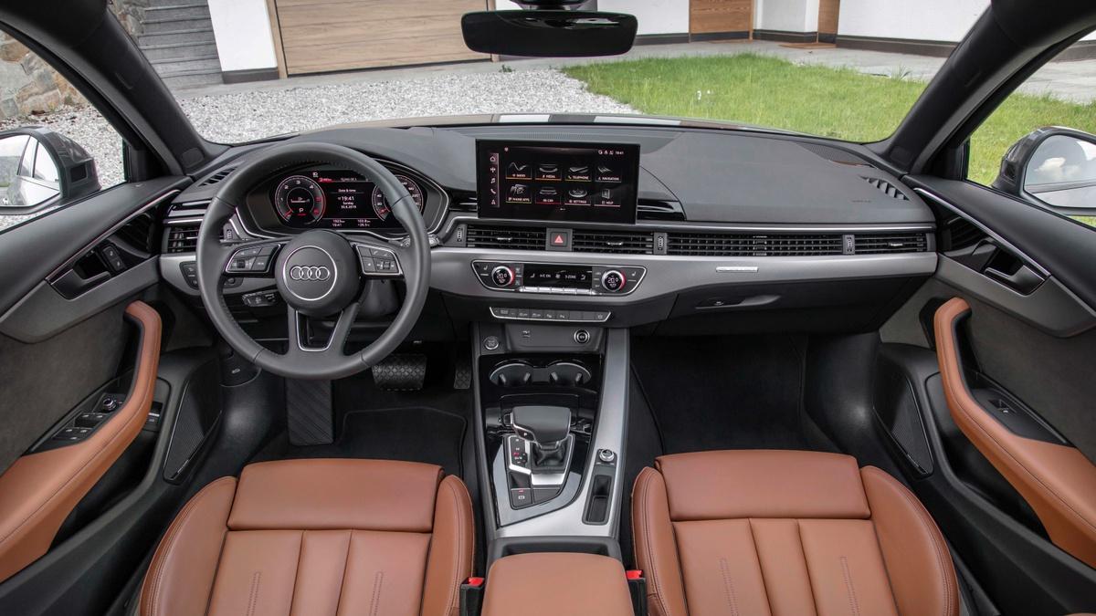 Interior continua clean, central traz novo Audi Connect Plus