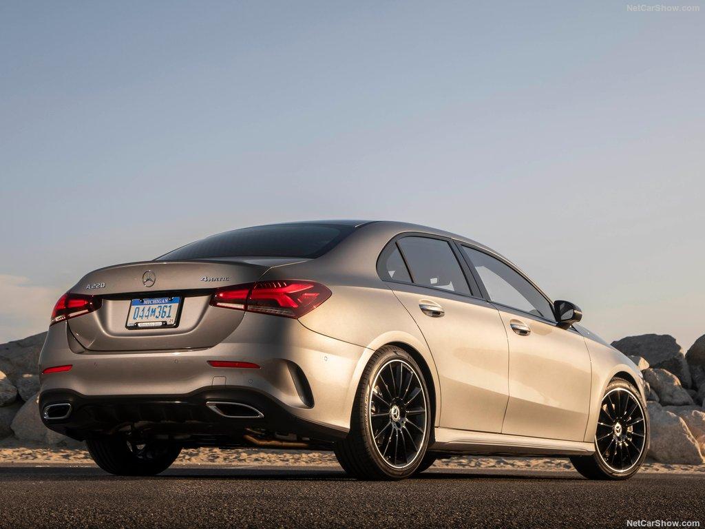 Mercedes A Class Sedan segue desenho dos irmãos maiores