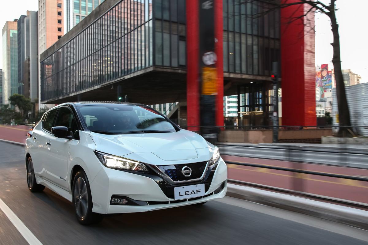 Nissan LEAF chama atenção pelo design moderno e arrojado
