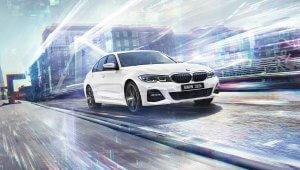 BMW Série 3 na cor branca em um fundo virtual multicolorido e futurista