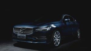 Linhas fluidas do Volvo combinam com os faróis Full LED