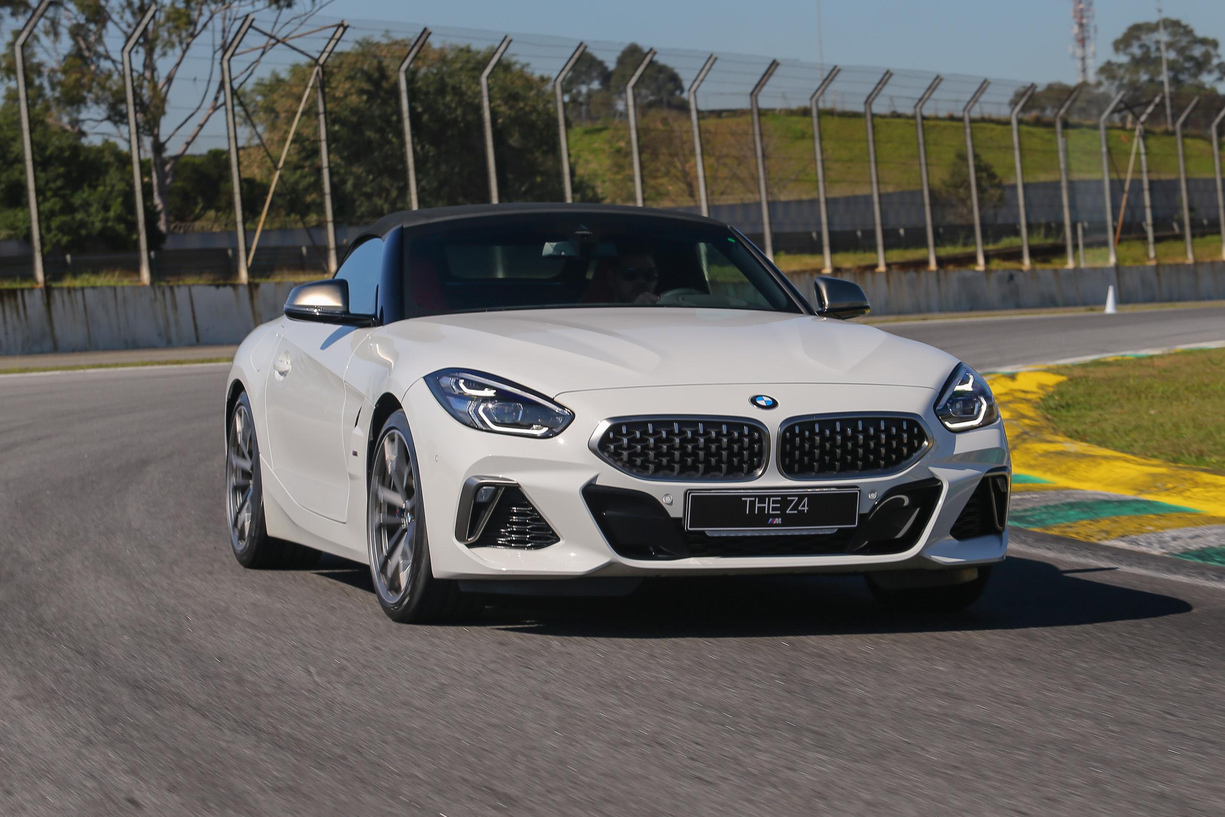 """BMW Z4 ê vendido em duas configurações, sempre como """"carro de casal"""""""
