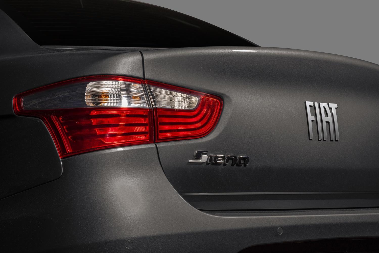 Grand Siena recebeu novo logo da Fiat