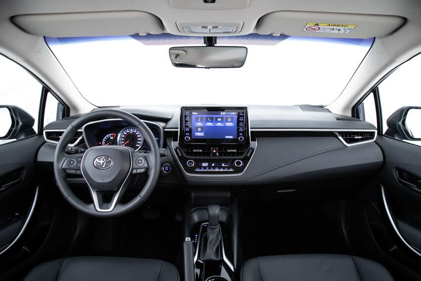 Toyota Corolla tem nova central multimídia com tela de 8'' sensível ao toque e compatível com Android Auto e Apple CarPlay