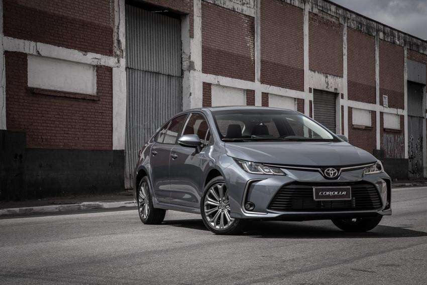 Toyota Corolla ganhou novo visual, adotando uma 'face' mais 'brava' em relação à 11ª geração