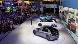 ID.3 é mostrado no Salão de Frankfurt com a presença dos executivos da Volkswagen e da imprensa