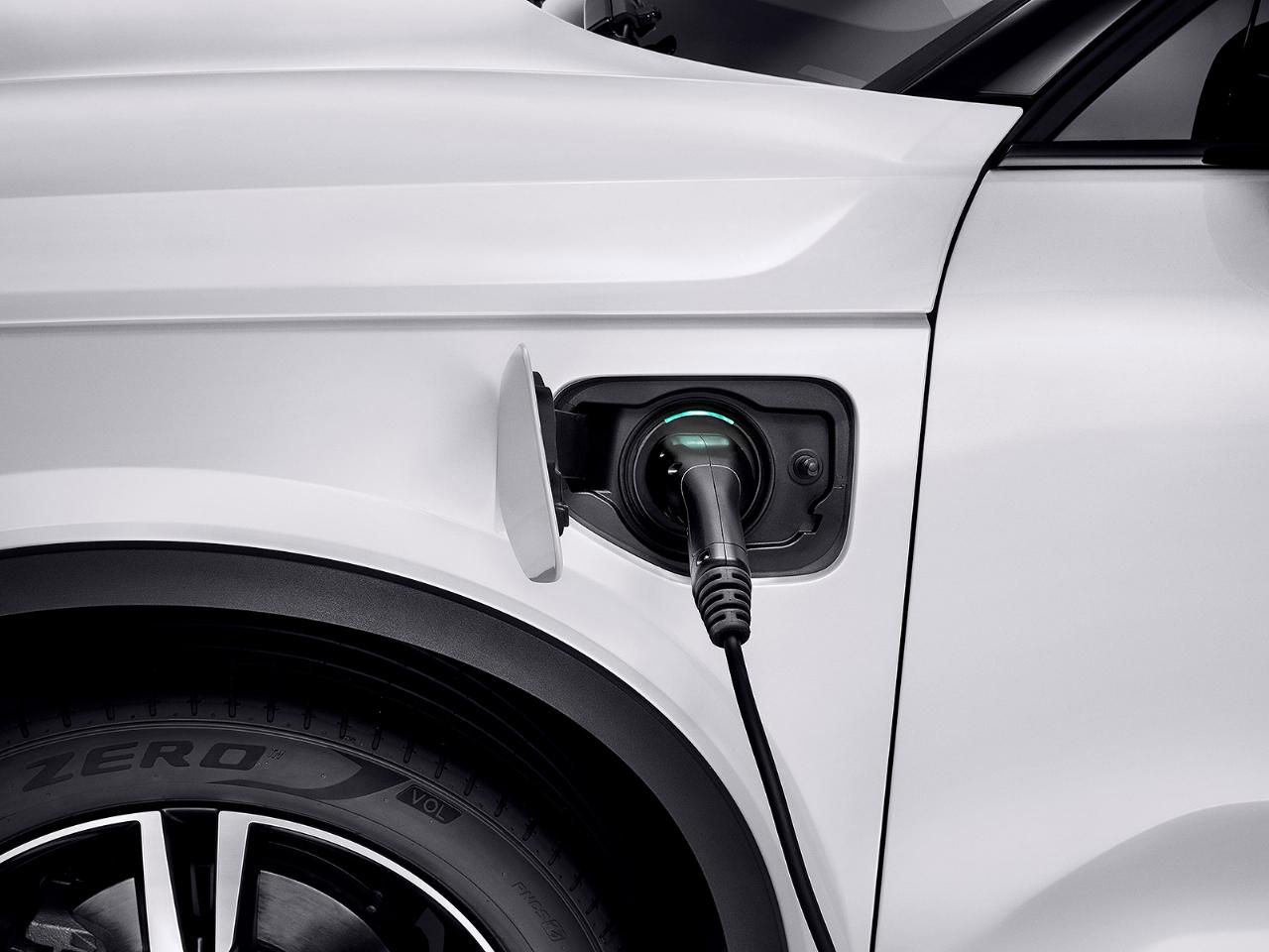 O XC40 pode rodar até 47 km somente na eletricidade