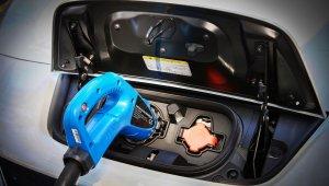 Plugue de carregamento de um Nissan Leaf