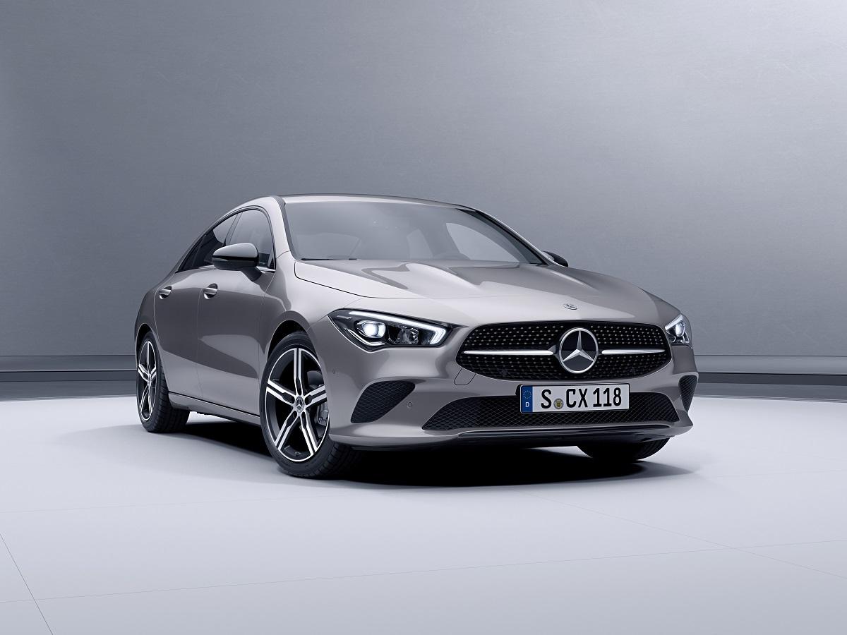 Novo Mercedes-Benz CLA prata visto de frente