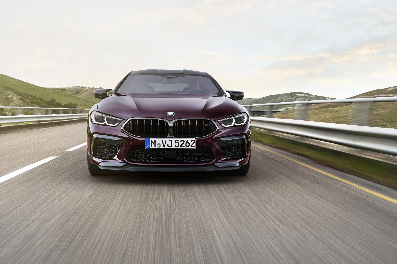M8 Gran Coupe tem sistema de suspensão adaptativo que ajusta os amortecedores
