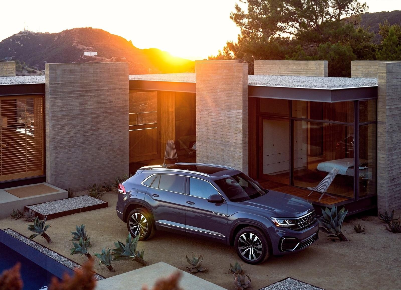 Volkswagen Atlas Cross Sport 2020 cinza visto de frente