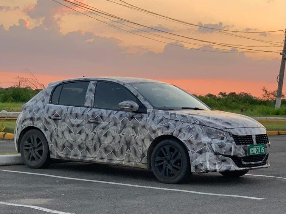 Novo Peugeot 208 camuflado em Penedo
