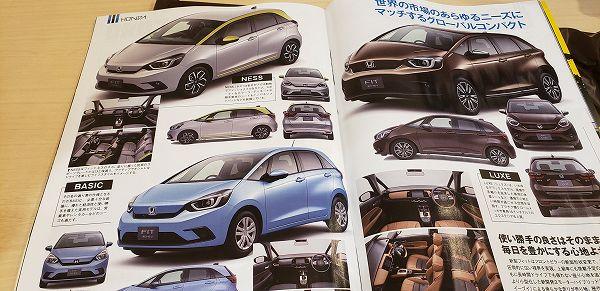 Catálogo da Honda na Ásia apresenta fotos com cores do novo Fit e padrões de acabamento interno