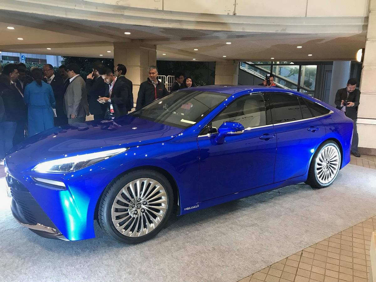Toyota Mirai Concept tem 4,97 metros de comprimento e 2,92 metros de entre-eixos