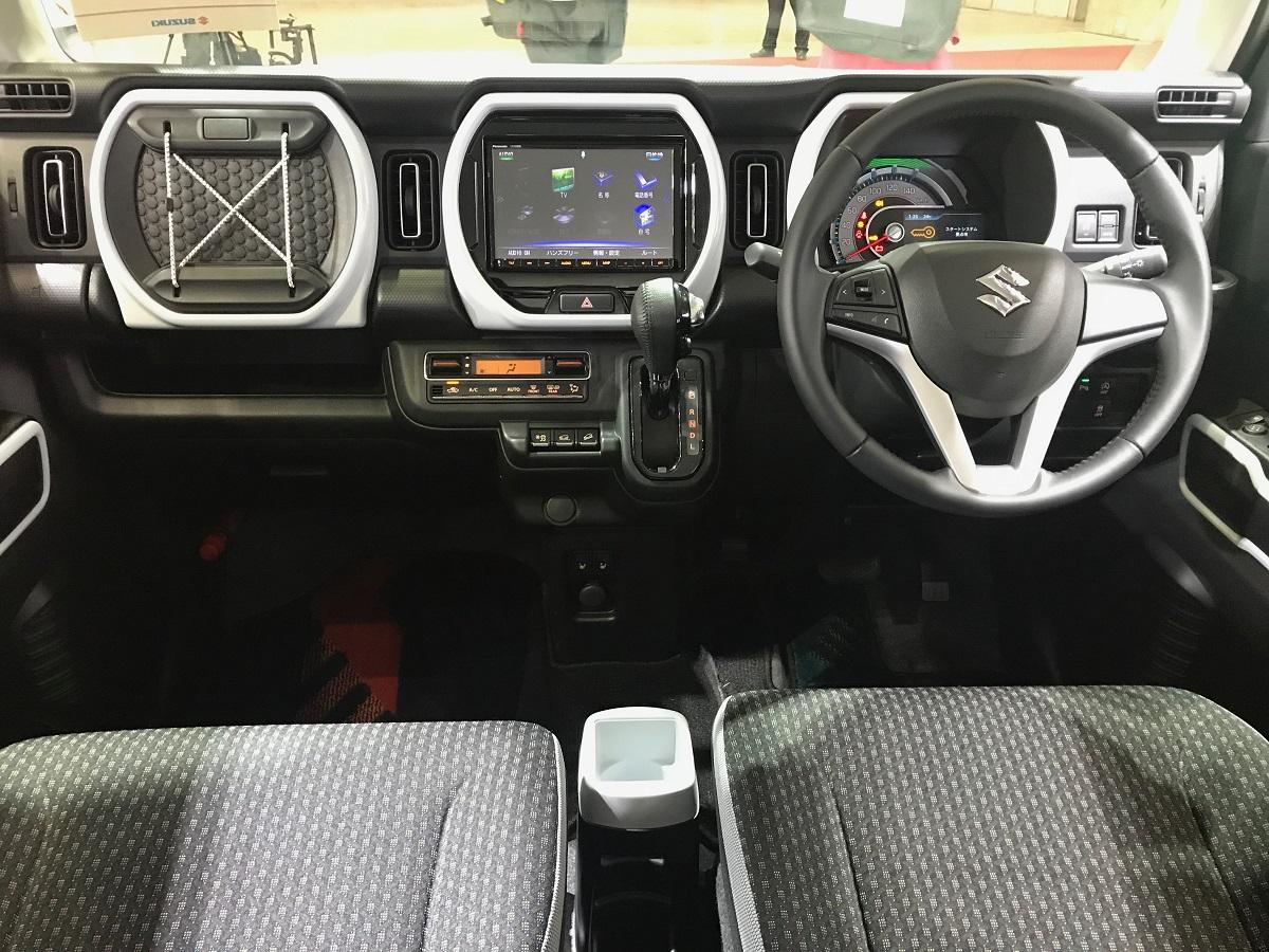 Interior do Suzuki tem elementos que remetem ao Jeep Renegade