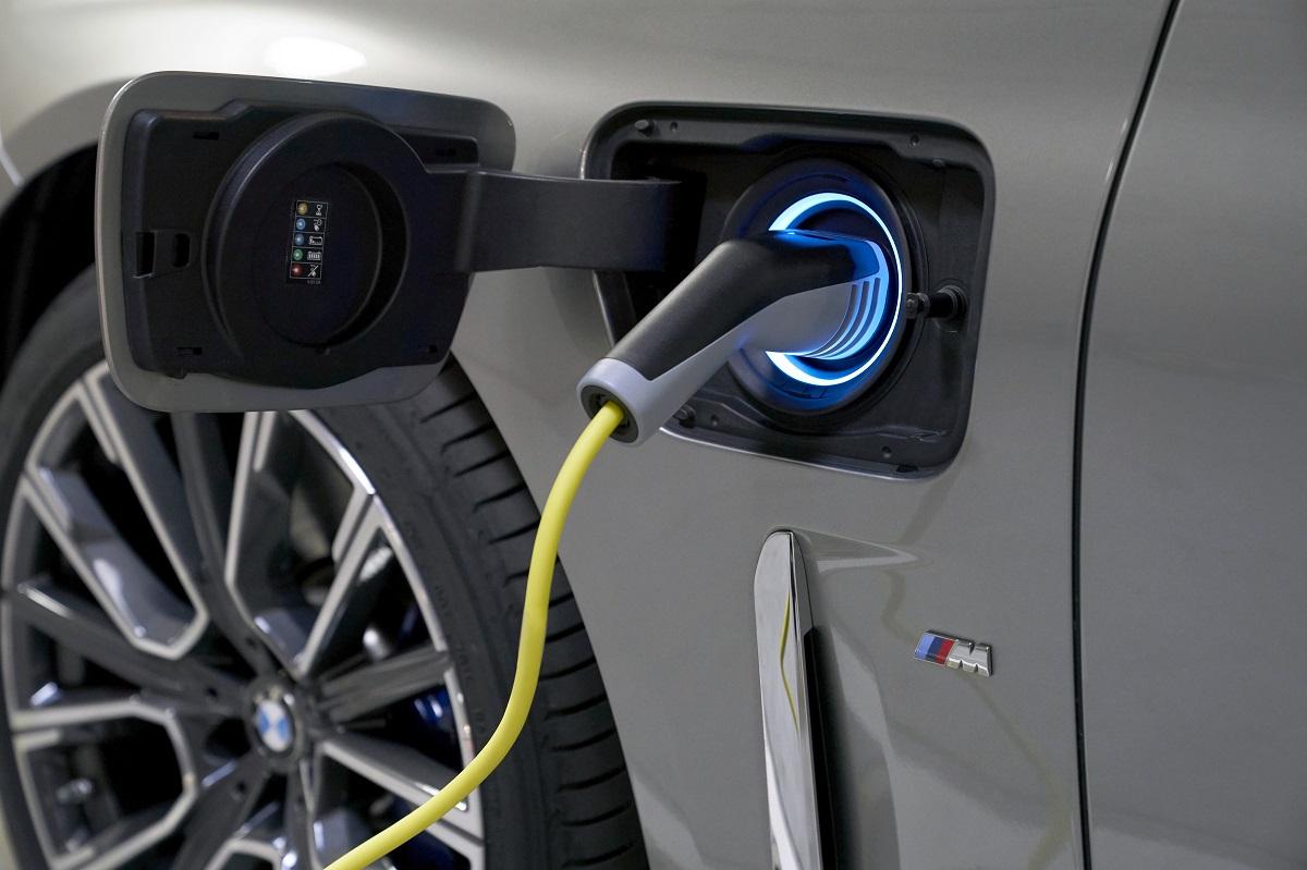 Imagem mostra soquete de carregamento das baterias do Série 7