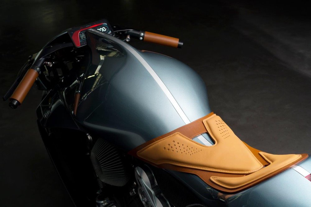 Moto contará com tradicionais tons de verde e creme da marca britânica