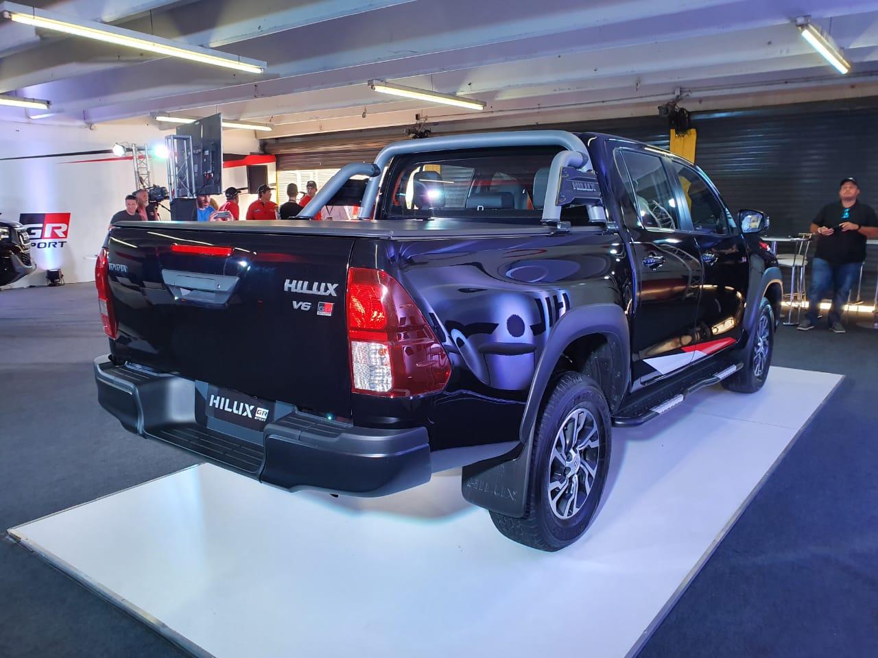 Hilux V6 de traseira