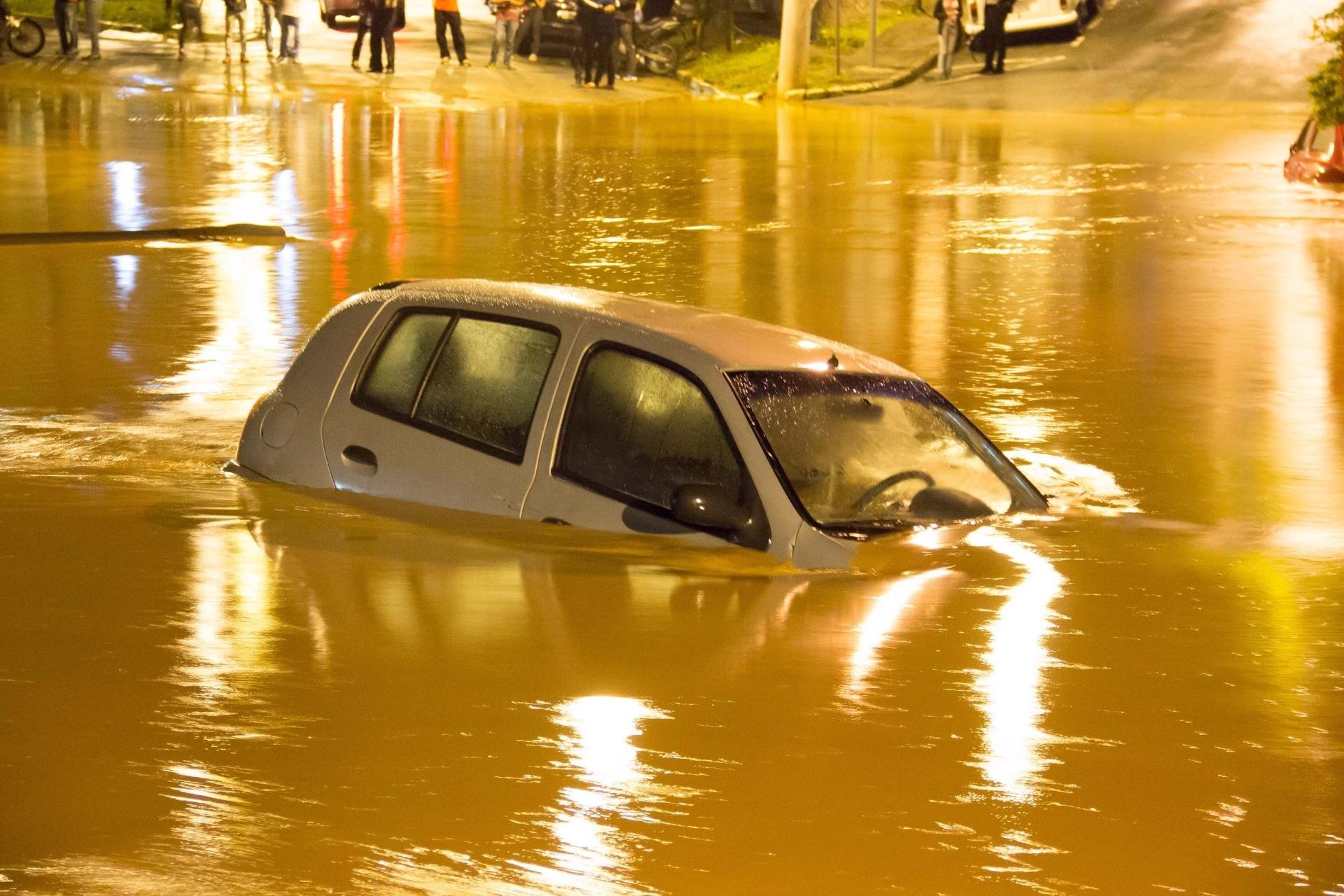 11mar2016 Carros Boiam Em Alagamento No Centro De Caieiras Na Grande Sao Paulo Pessoas Ficaram Ilhadas 1457694324282 1920x1280