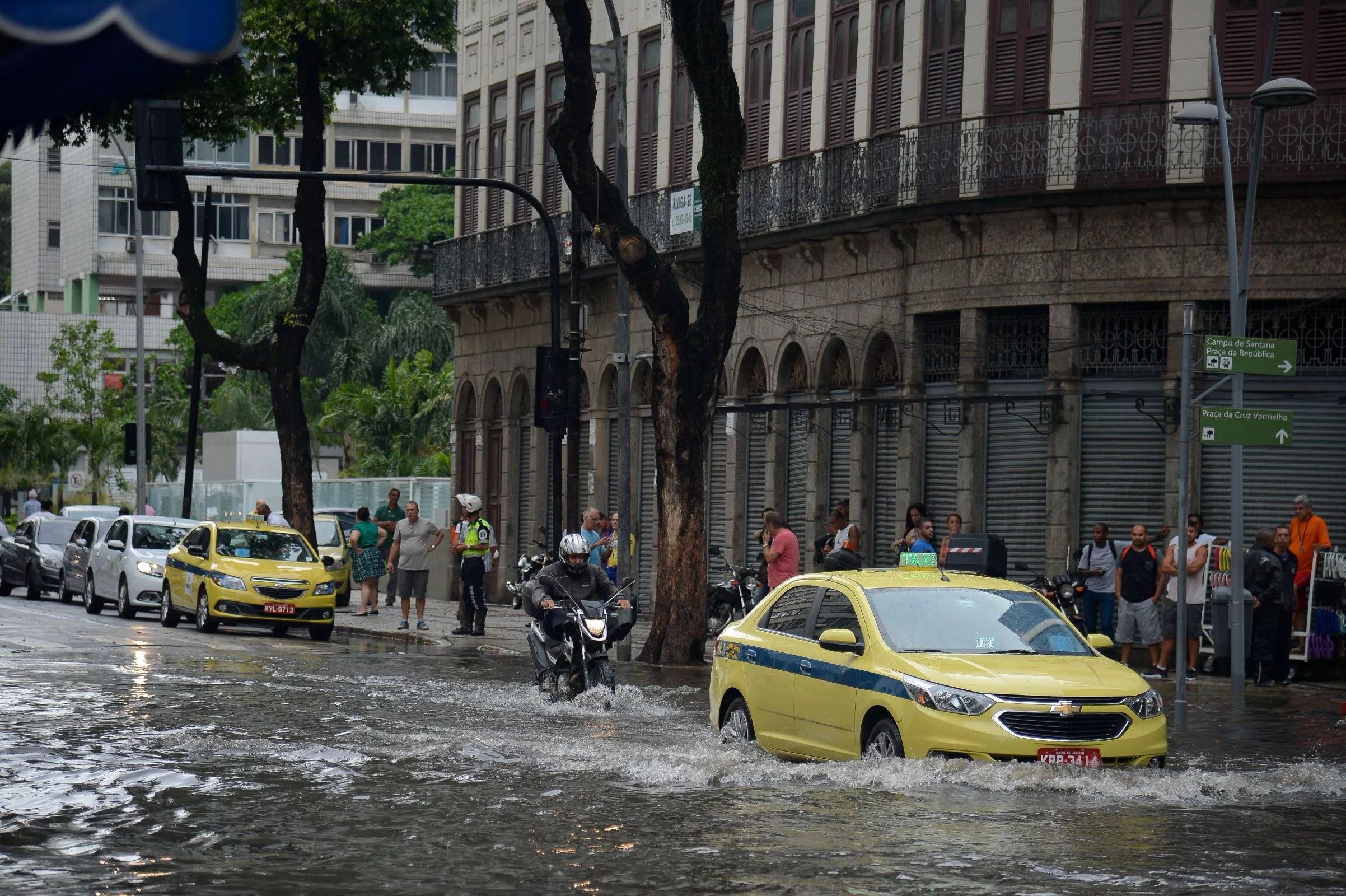 Ts Chuva Regiao Central Cidade Do Rio De Janeiro Causa Alagamentos 000120117