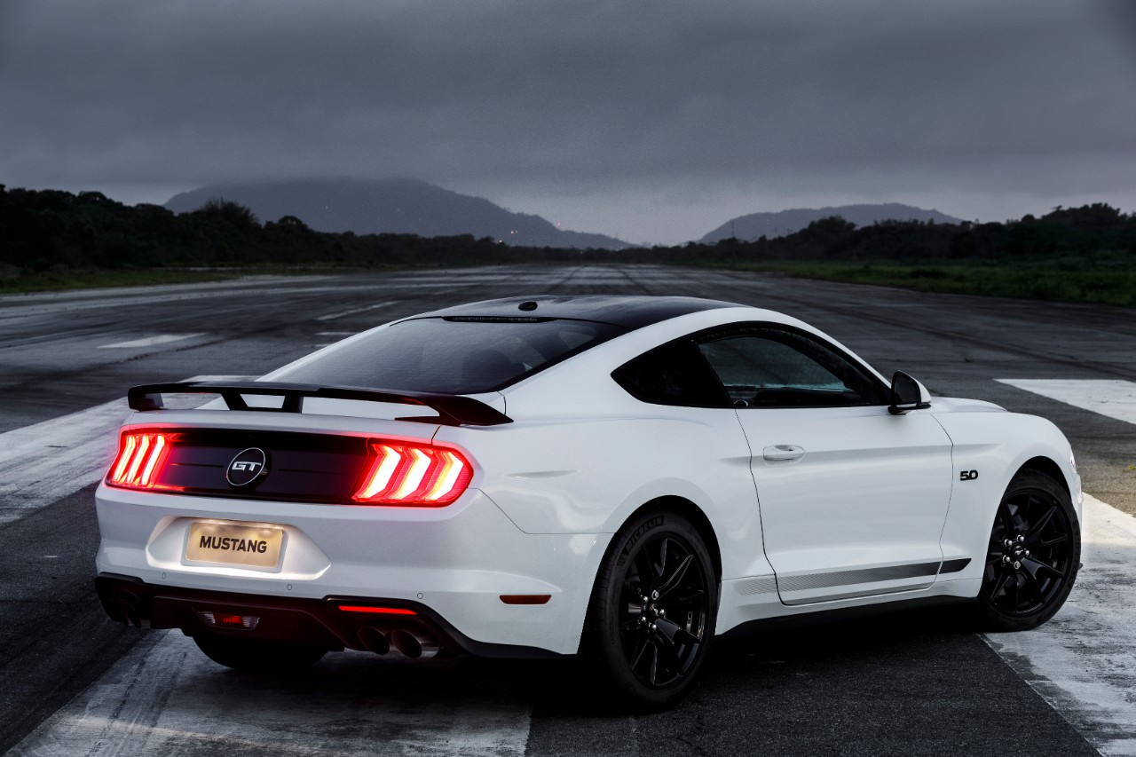 Ford Mustang Black Shadow 3