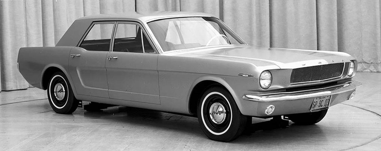 Ford Mustang quatro portas