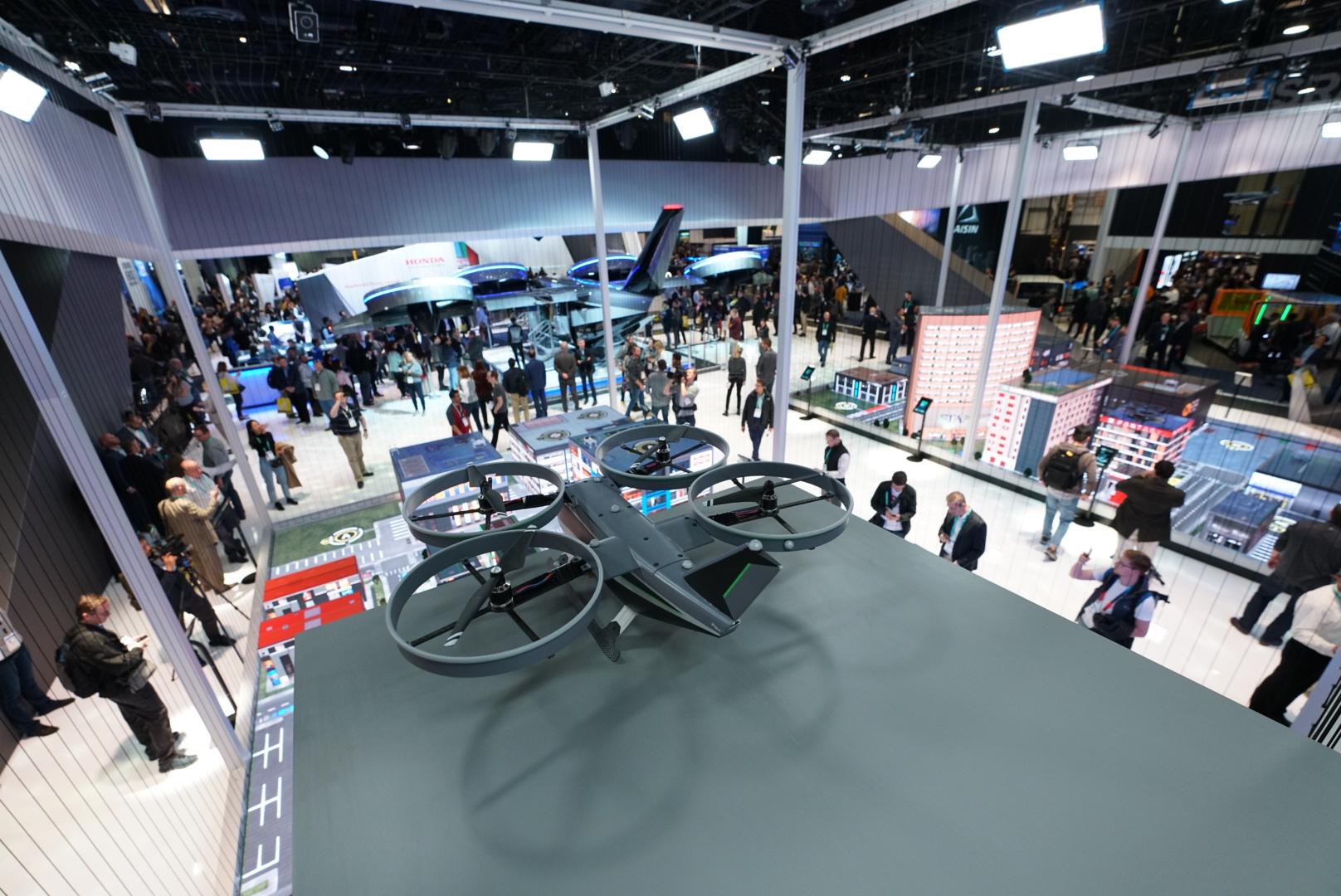 Visão aérea do estande da Bell na CES 2020 com o Táxi Voador Nexus 4ex