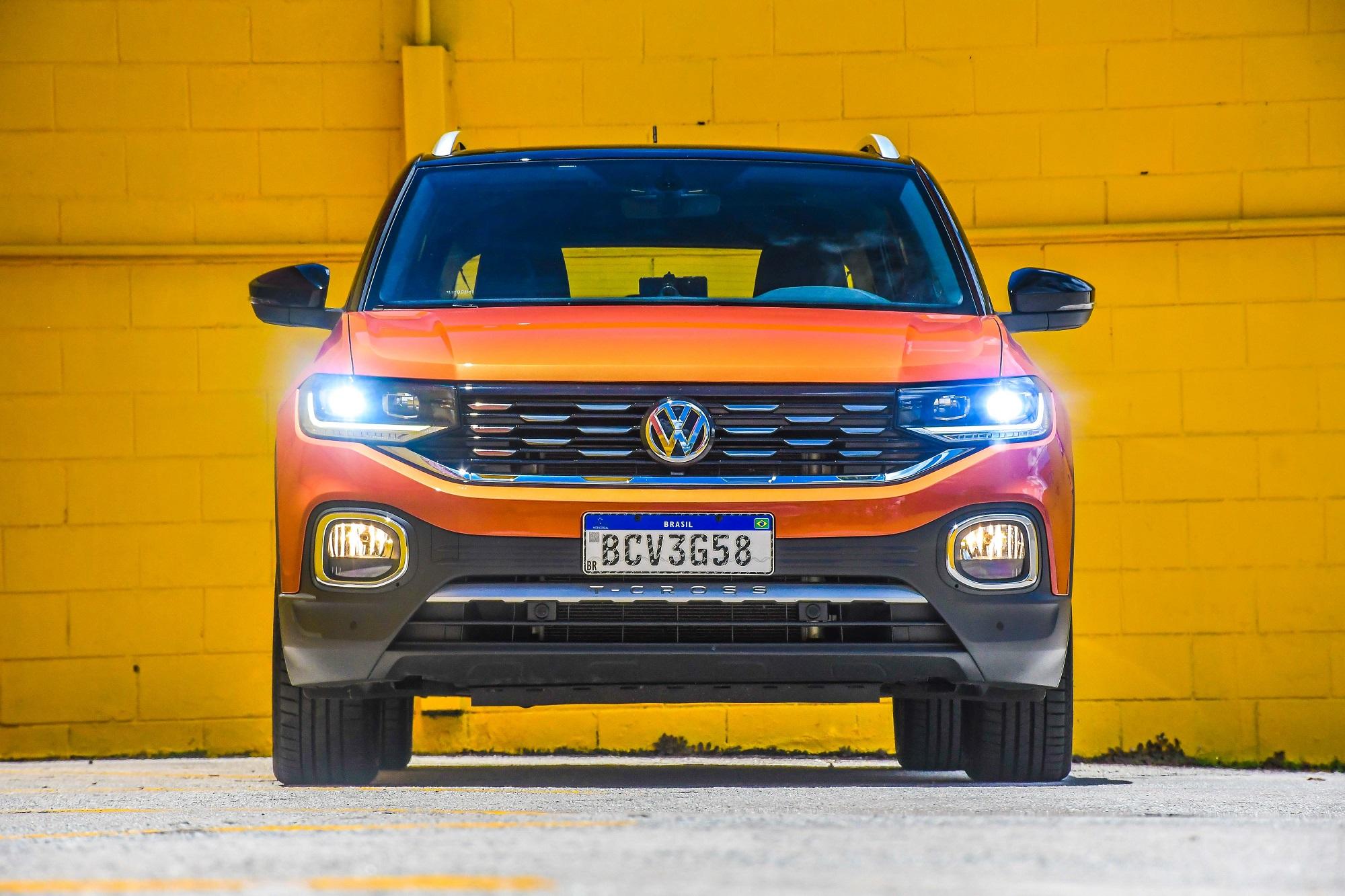 Volkswagen T Cross Highline 250tsi na cor laranja de frente