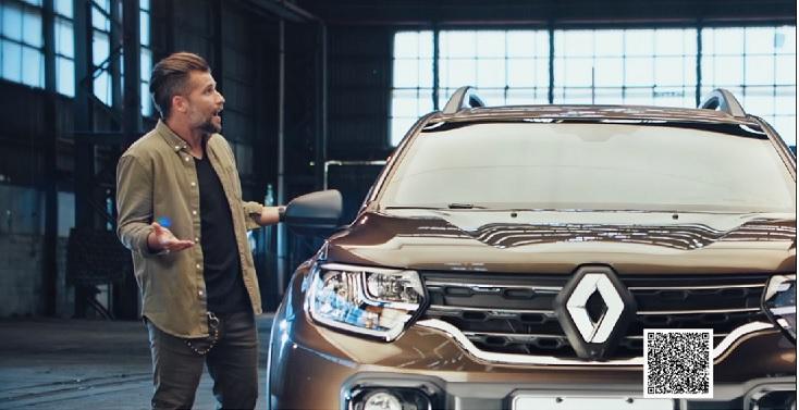 Bruno Gagliasso ao lado do novo Renault Duster em foto da campanha publicitária