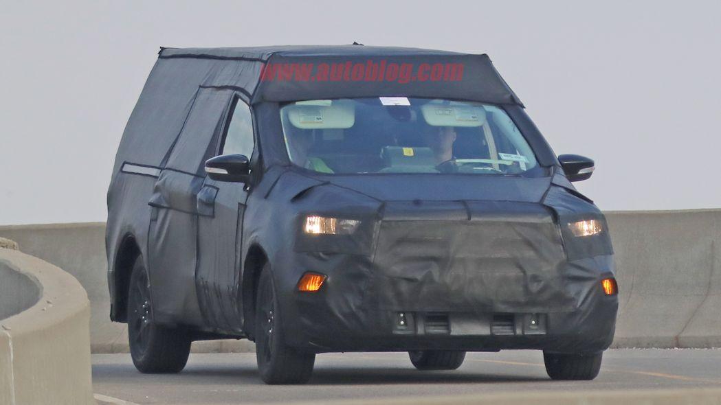 Foto mostra a nova picape da Ford rodando camuflada