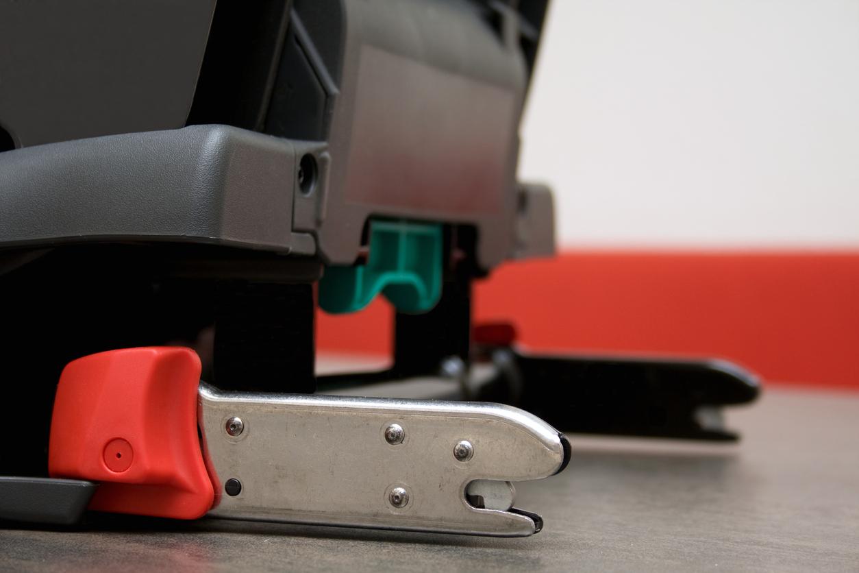 Imagem que mostra o funcionamento do ISOFIX em um banco automotivo