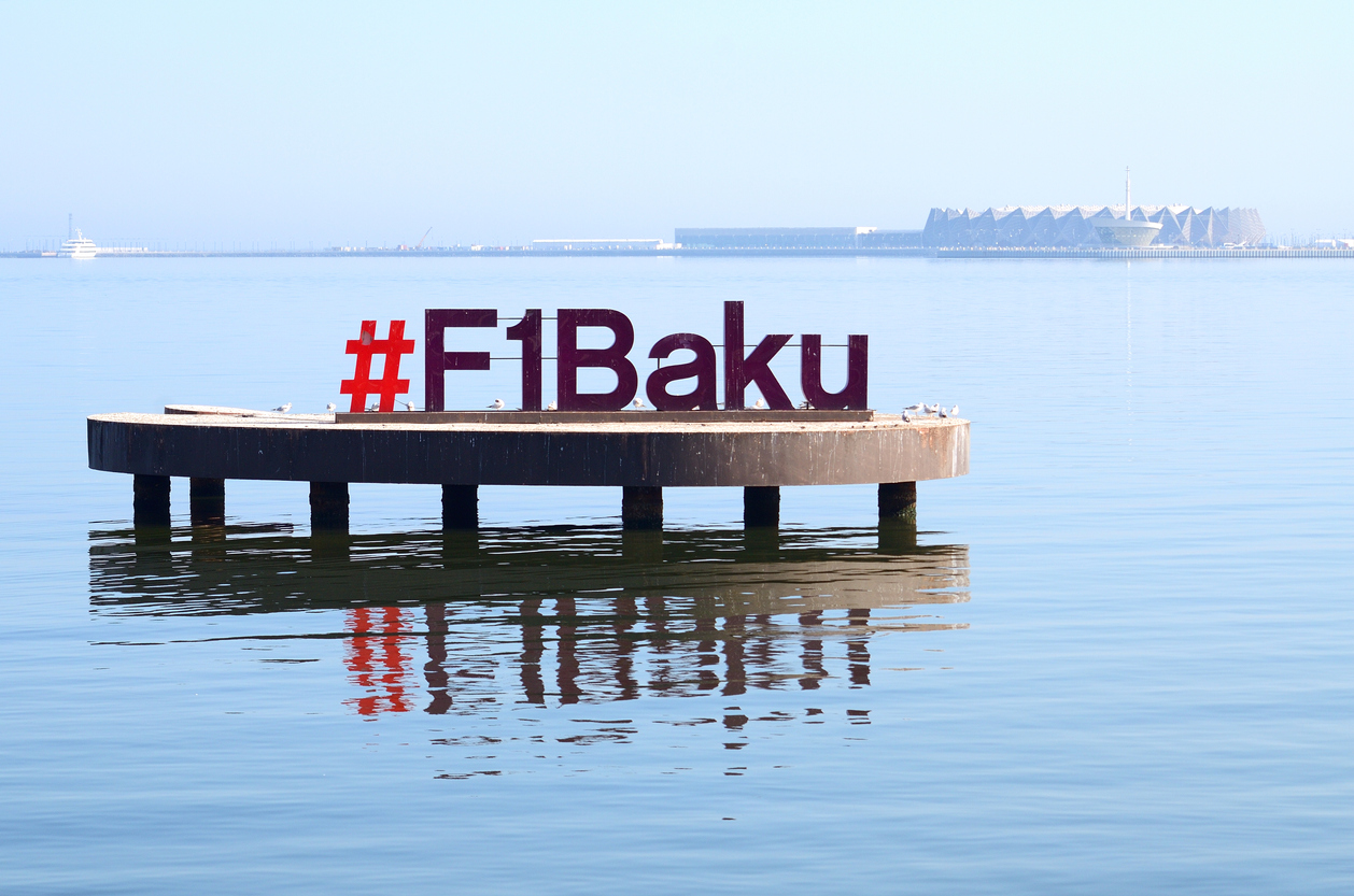 Instalação em meio ao mai com o #F1Baku parapromover o Grande Prêmio do Azerbaijão