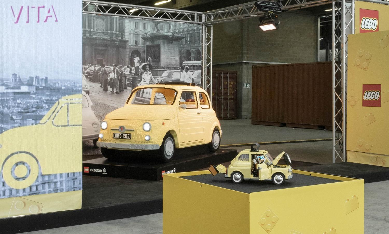 Fiat 500 De Lego Em Escala Real Em Turim