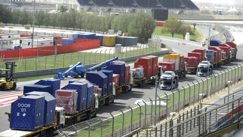 Equipamentos da Fórmula 1 desembarcam em circuito