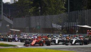 Largada do Gp Da Itália 2019 com o carro da Ferrari apontando em primeiro na primeira curva