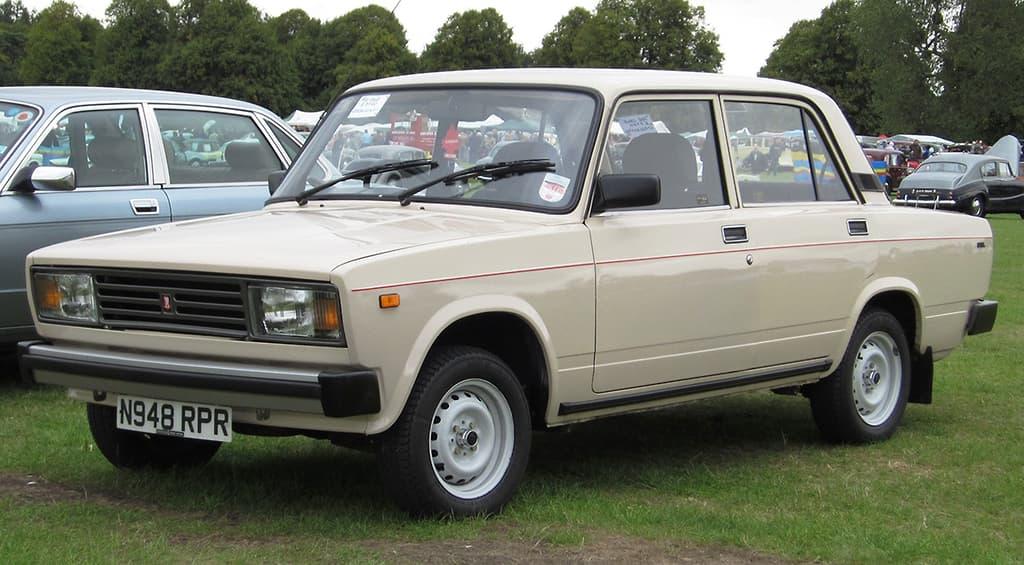 Sedã Lada fez sucesso com povo soviético e nada mais era que um Fiat 124