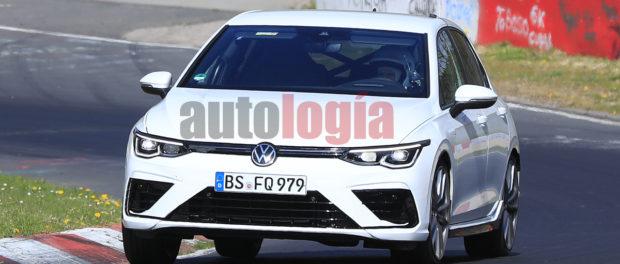 Volkswagen Golf R branco flagrado em testes no circuito