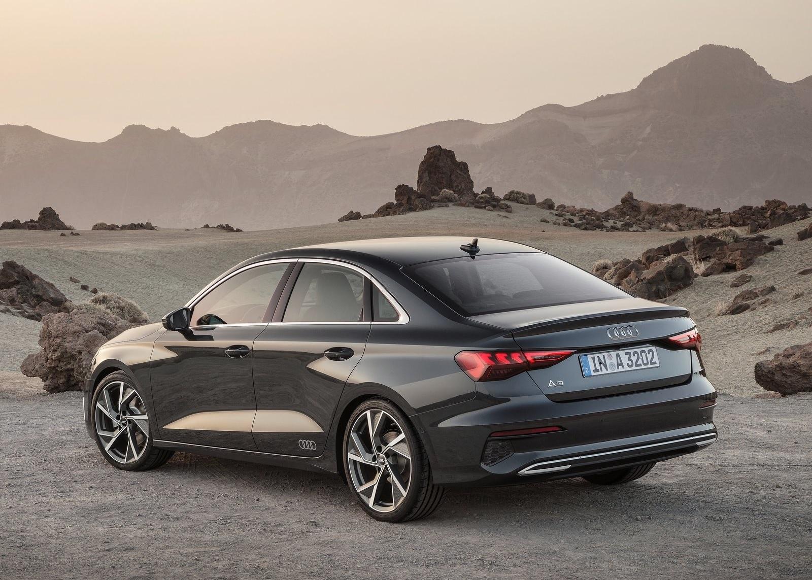 Audi A3 Sedan 2021 de traseira