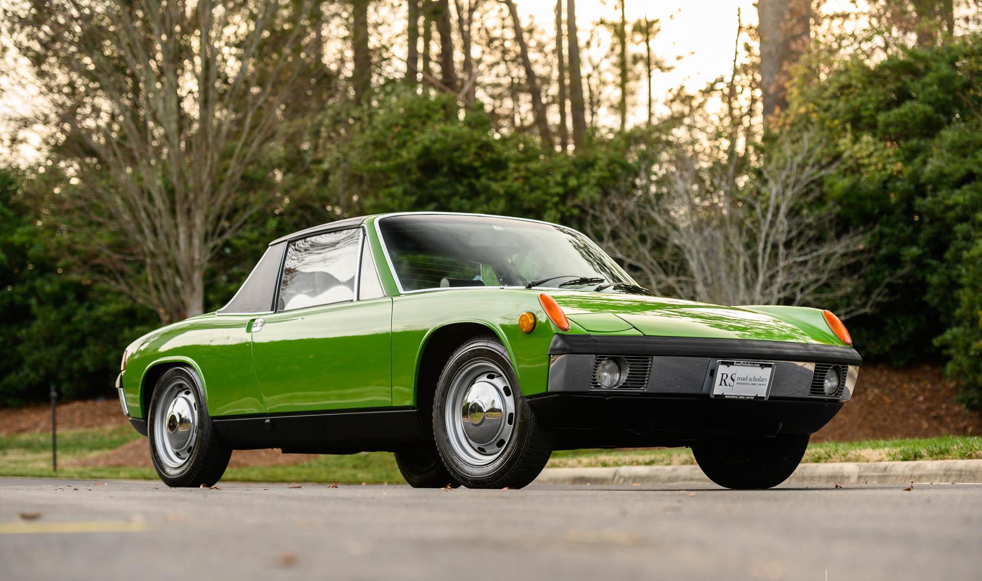 porsche 914 visto de frente na cor verde