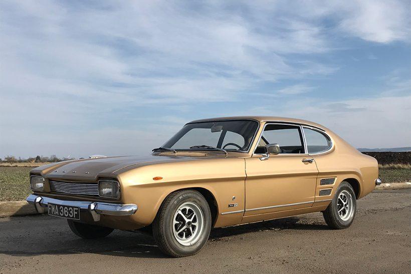 Imagem mostra um Ford Capri dourado