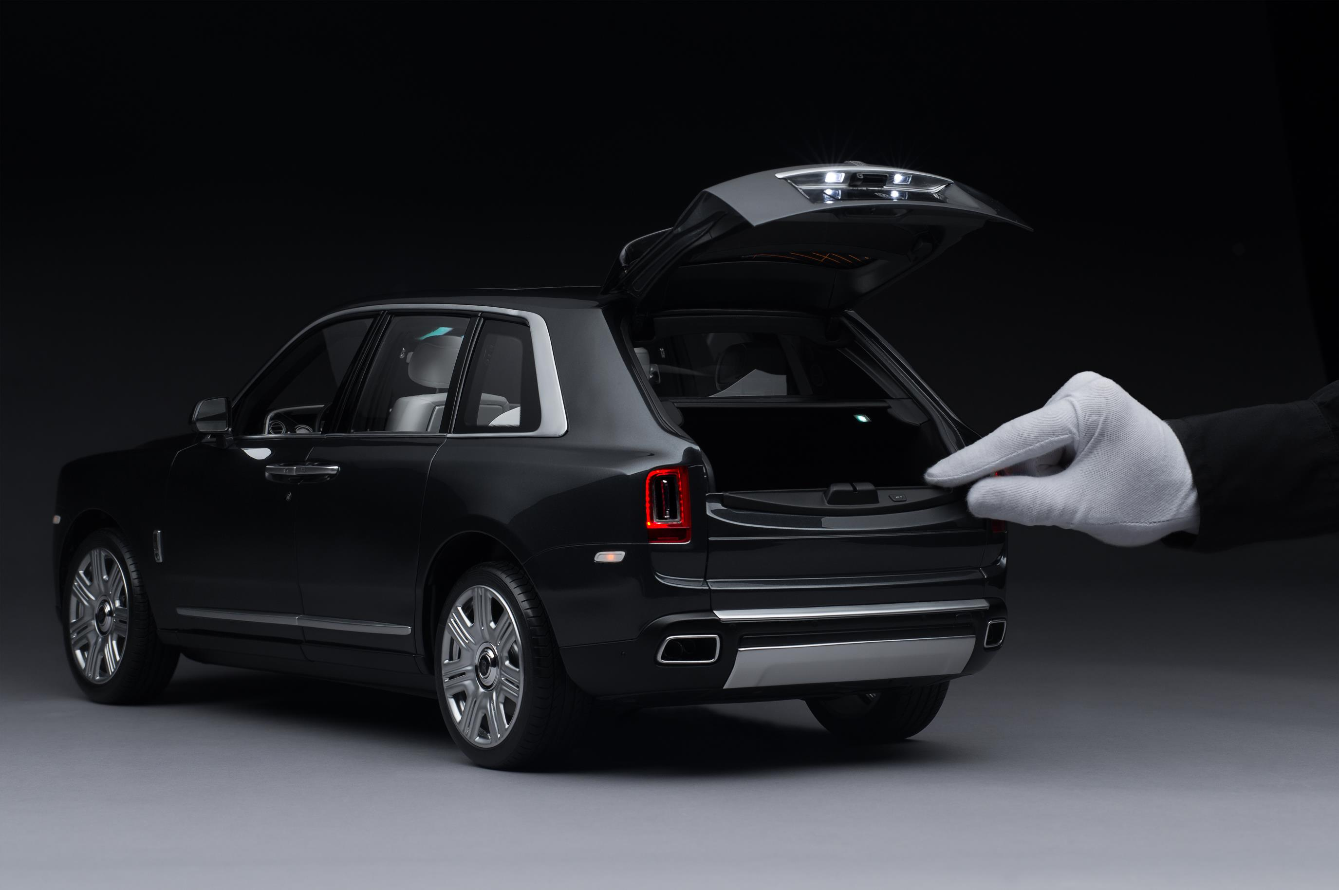 Rolls Royce Cullinan Miniatura 3
