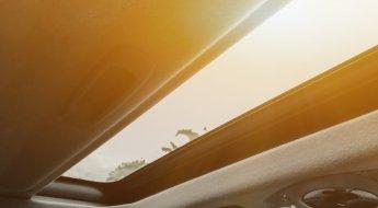 Manutenção do teto-solar do carro