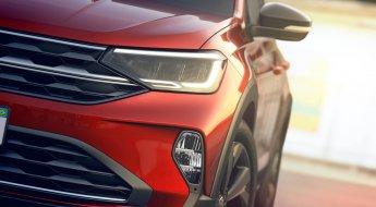 Imagem do farol de um Volkswagen Nivus vermelho