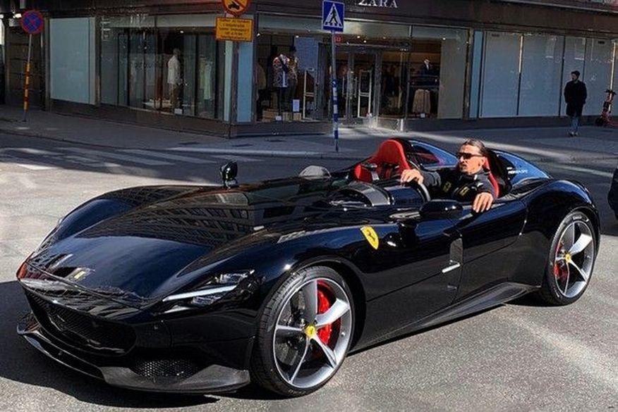 Ibrahimovic e sua Ferrari Monza SP2